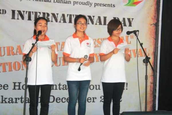 3+1 joint Degree Students of GXUN reading poems on stage